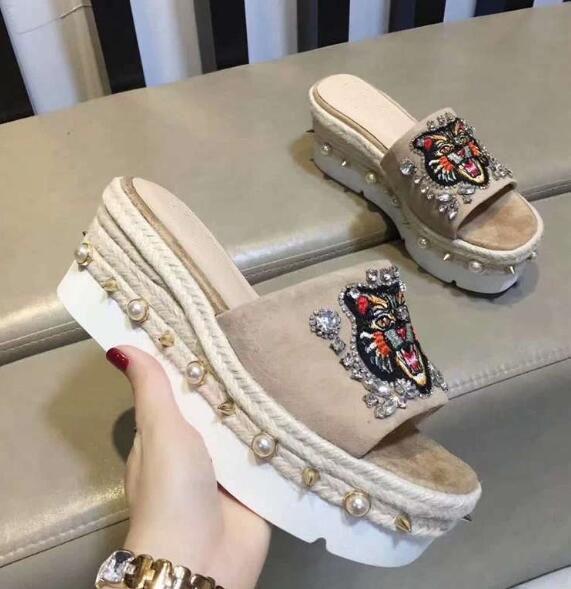 Neuer Luxus-Frauen-Plattform-Absatz 8,5 cm Sandalen Sommer weibliche Perle Slipper Schuhe Größe SZ35-39