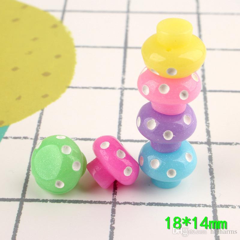 100pcs 18 * 14mm colore della miscela di Kawaii mestiere 3D in resina di funghi simulato fascino ornamento decorazione monili che fanno Artigianato Materiale