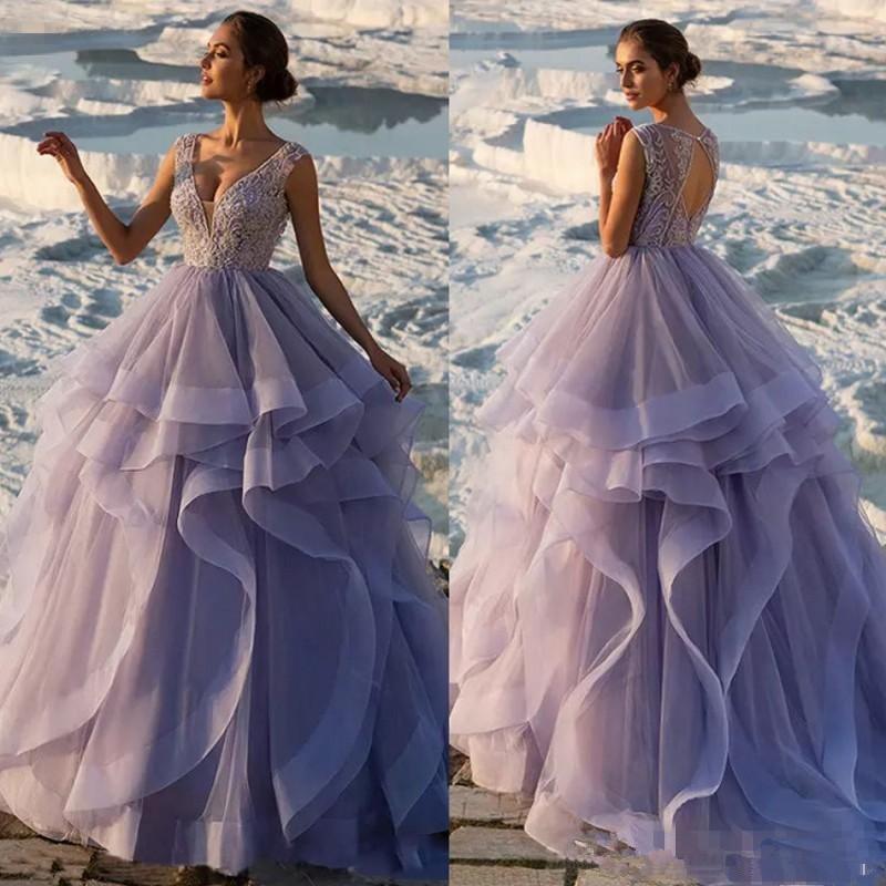 2019 Splendida lavanda Ball Gown Abiti da sera Sexy scollo a V in pizzo Appliqued Crystal Prom Dresses Gonne a strati Partito Backless Occas speciali