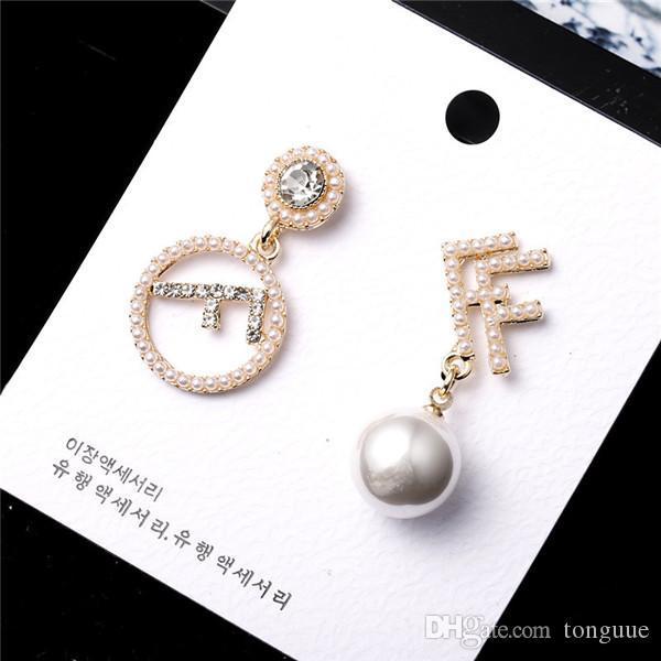 L'acqua alla moda trapano perla asimmetrica lettera temperamento ciondolo orecchino 925 ago d'argento