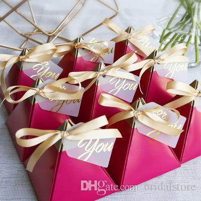 Rose Red Wedding Candy Boxes Triangle Shape Bollo d'oro Candy Box Regali di nozze 10 pezzi Forniture da sposa europee GRAZIE GRAZIONA