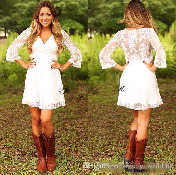 Modest 2019 Short Lace Cowgirls Country Wedding Dresses con 3/4 mangas largas hasta la rodilla Bohemio Vestidos de novia Vestido de recepción para el jardín