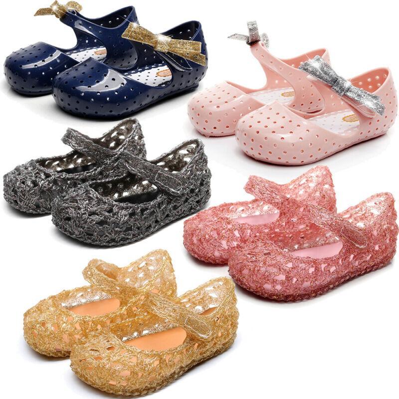 Мода сладкие сандалии лето блеск лук Детская обувь для девочек отверстие обувь нескользящие подошвы пляжные сандалии
