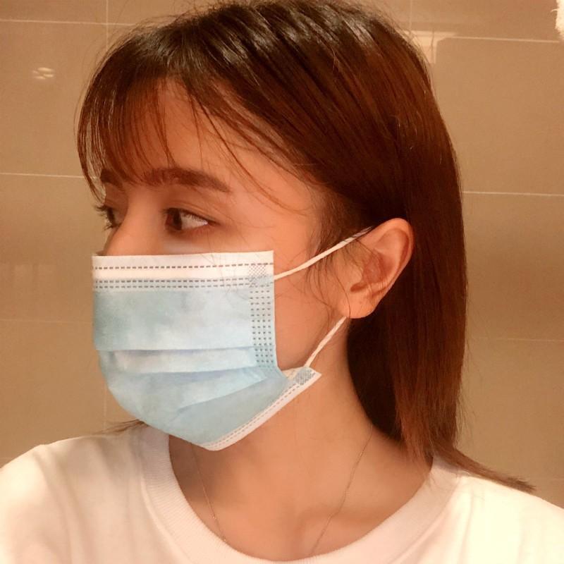 Mascarilla desechable de tres capas Máscaras boca AIRE gancho auricular Cubierta de 3 capas no tejidas desechables máscara de polvo respirable tamaño mediano DHL EPAKET amplia