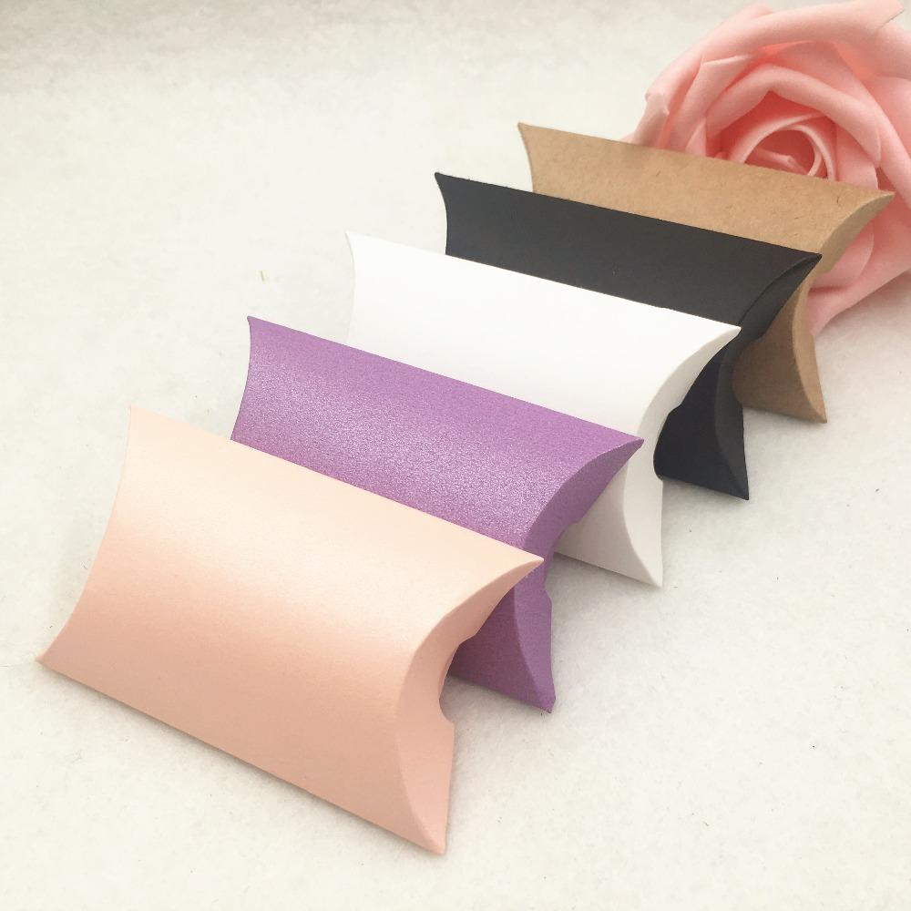 50 stücke Kraftpapier Kleine Geschenkboxen Party Schokolade / Süßigkeiten / Kekse Verpackungsbox Handgemachtes Kissenförmige Geschenk Hochzeit Favor Boxen