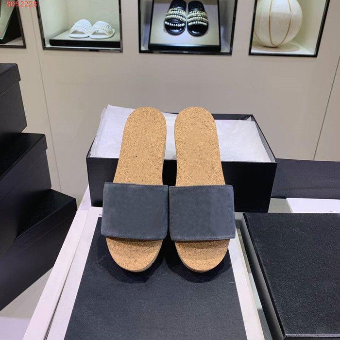 Роскошная 2020SS леди мягкие тапочки с плоскими каблуками, брачные слайдами с двойными C в верховьях и деревянные подошвах, пляжные горки