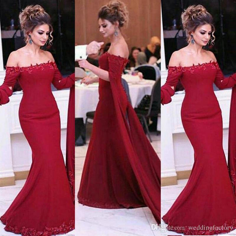 우아한 2019 이브닝 드레스 어깨를 끄는 레이스 아플리케 어두운 빨간색 스플릿 긴 소매 인어 아랍 파티 파티 가운 사용자 정의