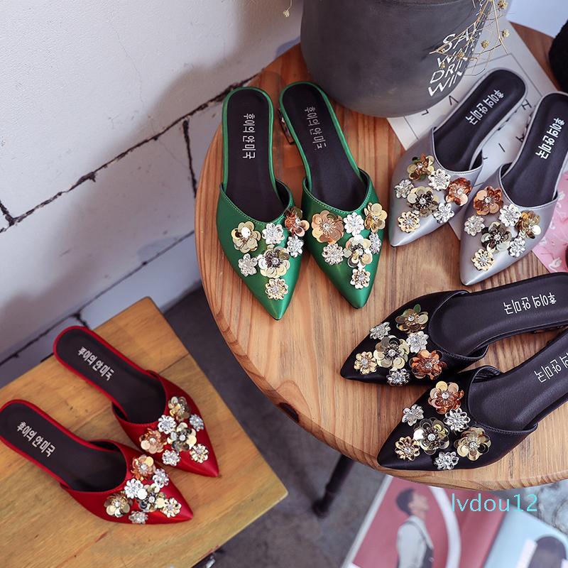 Горячее Сбывание Большого размера 35-41 цветок кристаллического Bling Flats Мулы Lady Тапочки сатин скольжению на Остроконечный Toe Женщины Открытый обувь Женщина Слайды