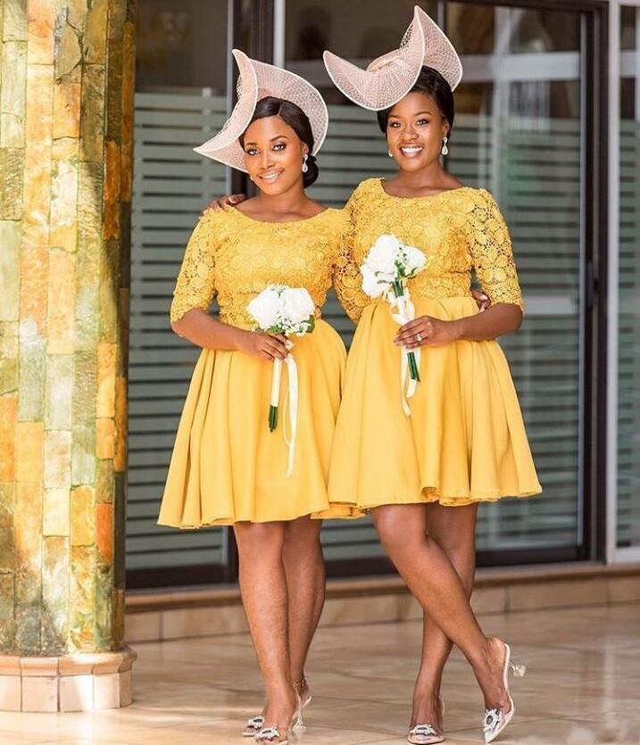 2020 élégante moitié jaune manches Une ligne de demoiselle d'honneur robes à encolure dégagée dentelle longueur genou Pucelle d'honneur Robes courtes Robes Invité de mariage de bal