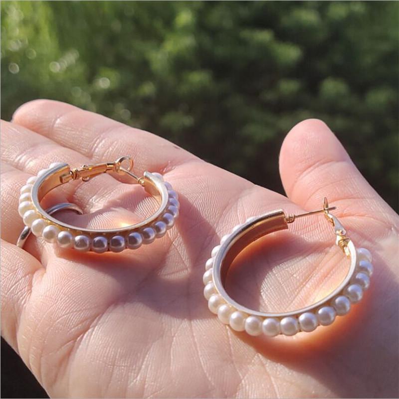 Regali gioielli Dichiarazione nuovo modo simulato perla orecchini a cerchio in oro per le donne Orecchini festa di nozze