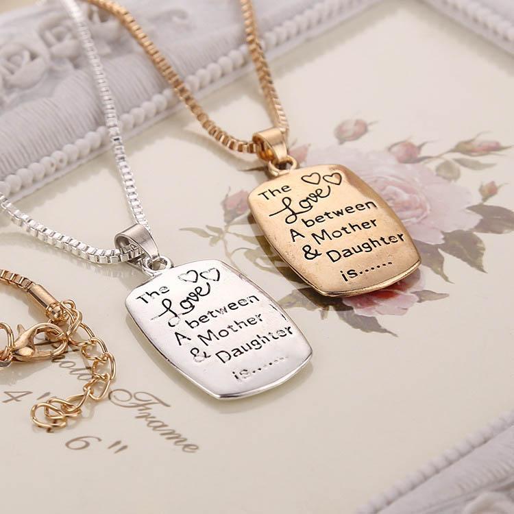 Neu Die Liebe zwischen einer Mutter Tochter ist Buchstaben Anhänger Halsketten Für Frauen Familie Modeschmuck