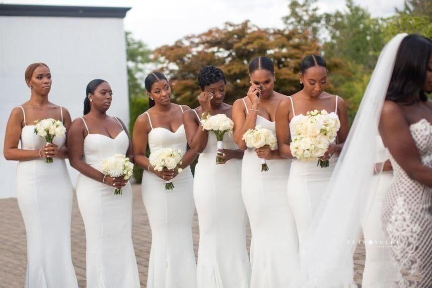Скромные белые ремни спагетти невесты платья ruched без рукавов без рукавов сатинированная горничная честь платья дешевые африканские свадьбы гости носят ba8222