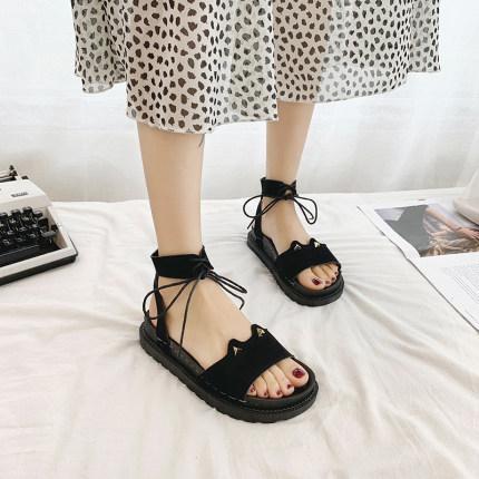 2020 yeni yaz net kalın dip moda sandalet peri stil öğrencinin ins gelgit vahşi düz düz Roma ayakkabı kırmızı