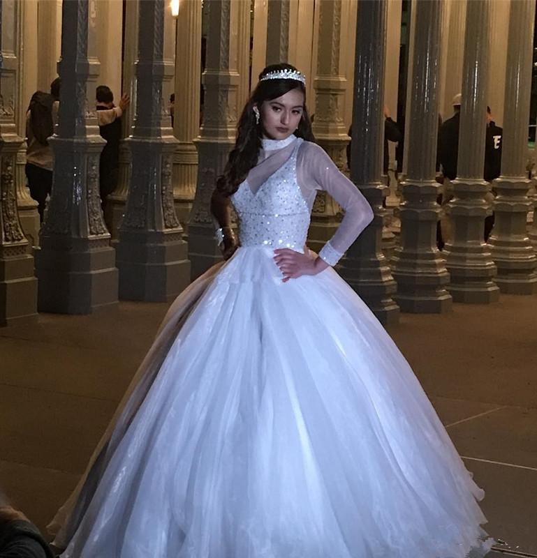 Élégant blanc à manches longues Quinceanera Perles col montant Sheer Plus Size Débutantes Doux 16 Robe de soirée Vestidos De 15 Anos 27