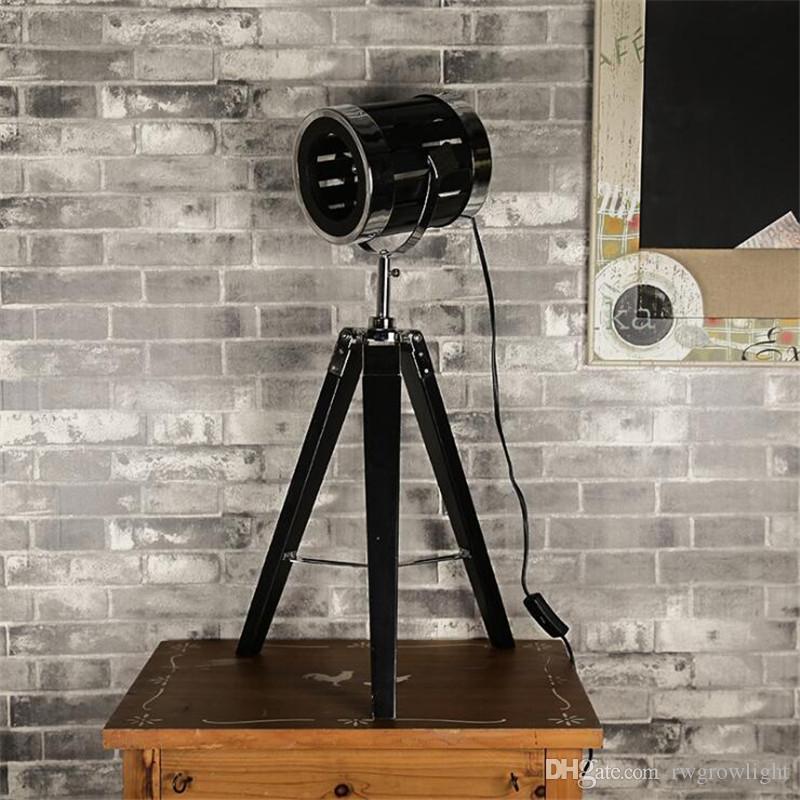 Lámpara de mesa de madera maciza de registro de tres pies LOFT viento industrial personalidad creativa cerca de madera lámpara de noche decoración de la sala de estar iluminación-L89