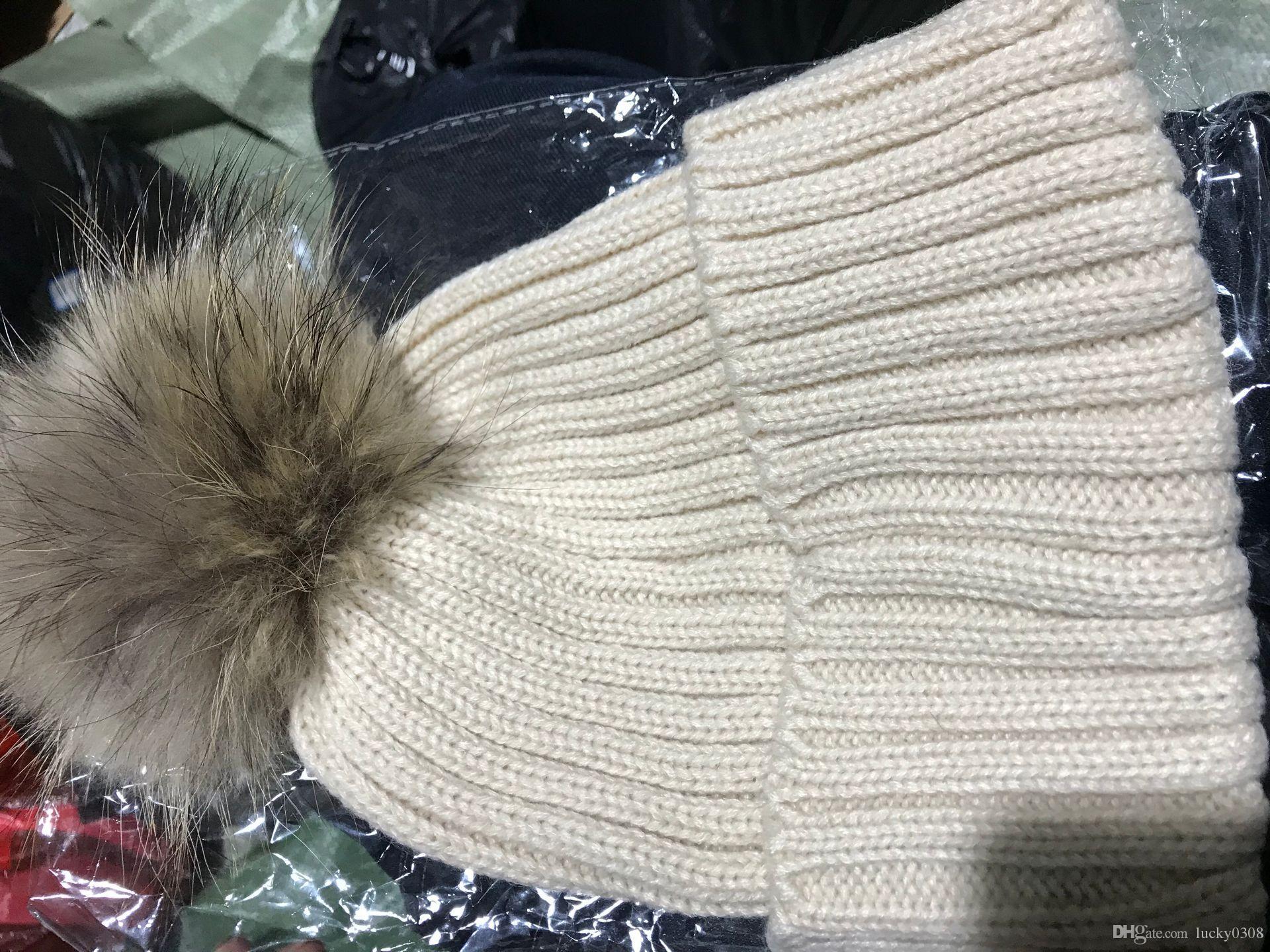 HOT 2019 Winter-Strickechtpelzmütze Frauen verdicken Beanies mit 15cm Echt Waschbär-Pelz-Pompoms Warm Mädchen Caps snapback Pompon Beaniehüte