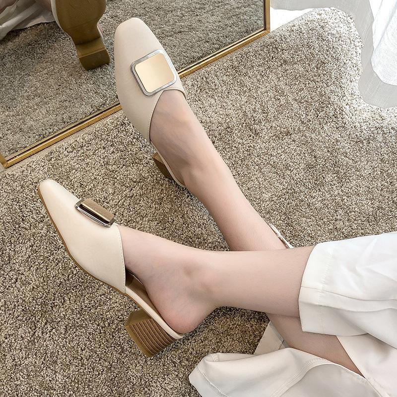 Сексуальных Женской обувь Новой бляшка Тапочки Женской обуви Женщина Мулы крышка Квадратный носок Mid Каблуки Твердая кожа Повседневные Слайды