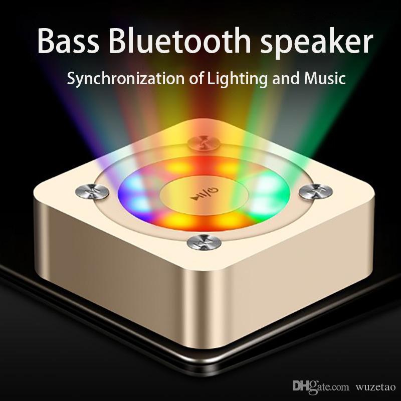 스마트 블루투스 스피커 고전 휴대용 스테레오 서라운드 사운드 HD 통화 노이즈 제거 일곱 색 조명 음성 프롬프트 suport TF 카드를 깜박이는 LED