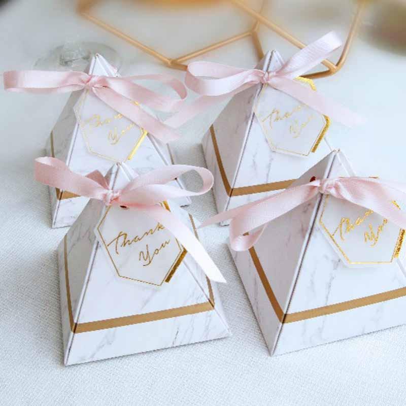 50 unids Fiesta de cumpleaños Estampado en caliente Bandeja de dulces con cinta Anniversar Banquete de boda Festival Banquete de regalo Cajas de almacenamiento de papel de regalo