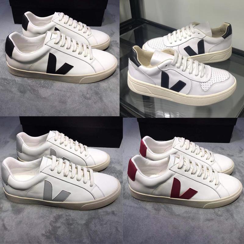الرجل مصمم أحذية جلدية V10 المدربين أزياء الرجال النساء خمر منخفض أعلى عارضة أحذية فاخرة اضافية أحذية الزفاف الأبيض حزب العجل