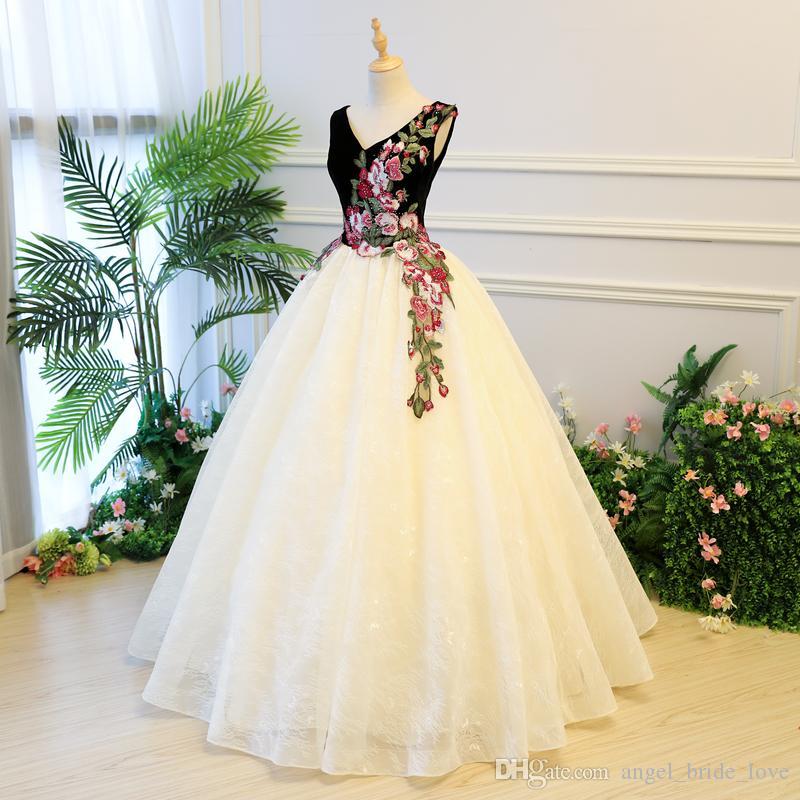 2018 새로운 우아한 레이스 자수 크리스탈 V 넥 공 가운 Quinceanera 드레스 레이스 최대 달콤한 16 드레스 데뷔 15 년 파티 드레스 BQ116