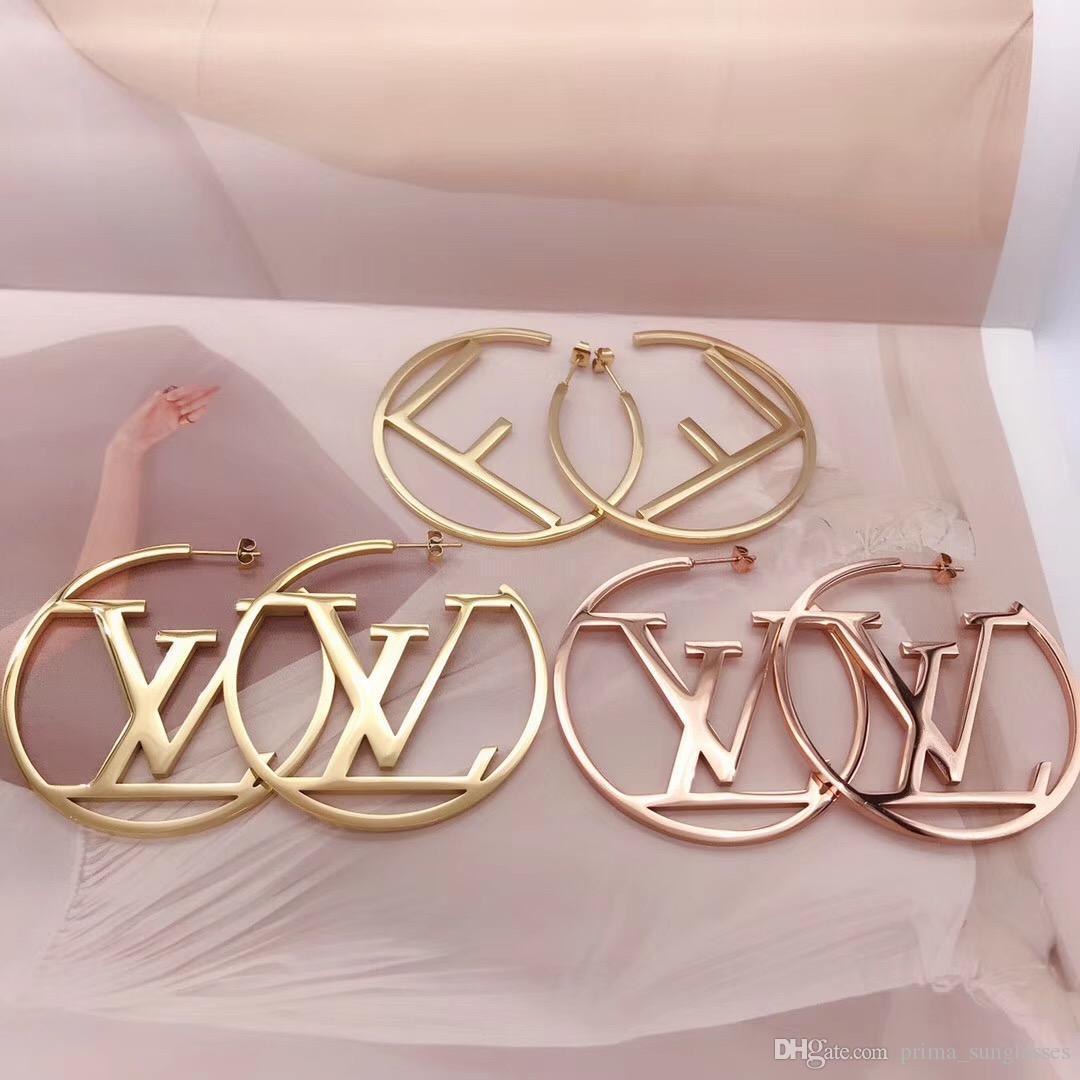 2020 venta caliente joyería de calidad superior de moda del estilo del amor del corazón del acero inoxidable de zarcillos Pendientes chapado en oro para las mujeres al por mayor de regalos