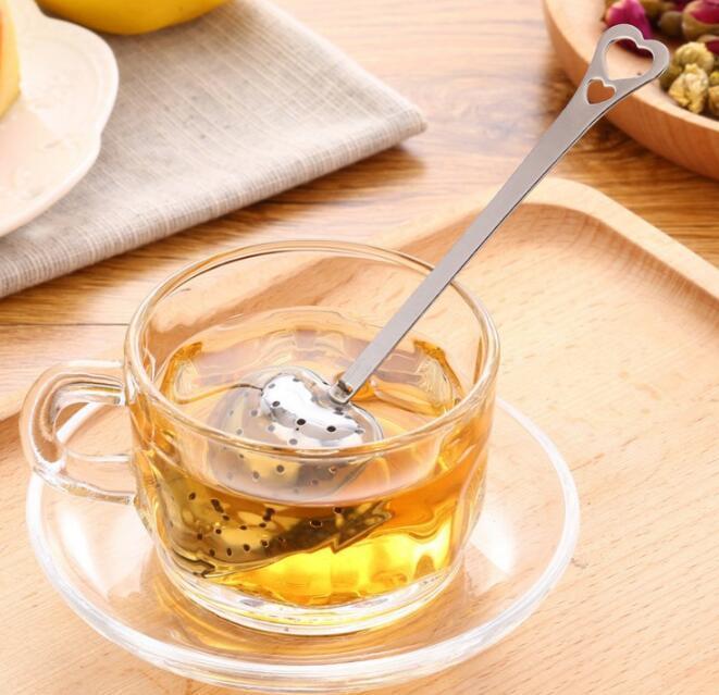 En forme de Coeur boule à thé maille inoxydable passoire à base de plantes de verrouillage Boule À thé cuillère passoire plus raide poignée Table de douche outil