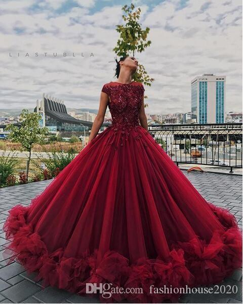 2020 Burgundy Quinceanera Ball Gown Dresses Lace Appliques Crystal Beaded Cap Sleeves Ruffles Tull Puffy Plus Size Party Prom Evening Gowns