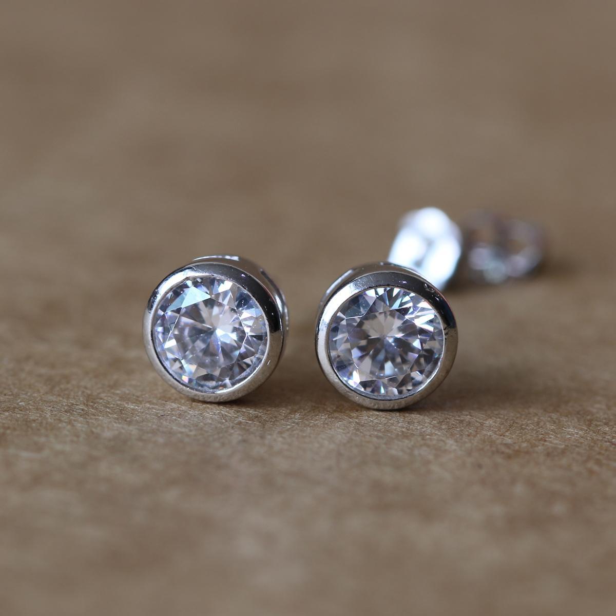 Mode-bling boucles d'oreilles Blanc Rond Couleur Mignon Boucles d'oreilles pour les femmes bijoux à la mode cadeau d'anniversaire en gros Fine Jewelry