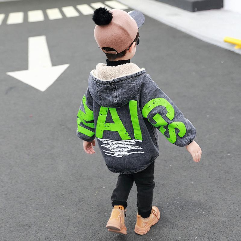 2020 yeni kış çocuğun vahşi ceket çocuk kişilik büyük harfler artı kadife kot ceket gelgit