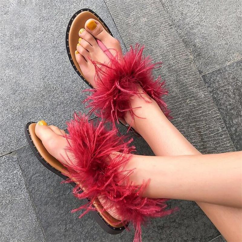 2020 Chaussures Femme Mode fourrure Boucle Straps talons sandales plates femmes tongs femmes Chaussures d'été Casual Noir Party Red Shoes