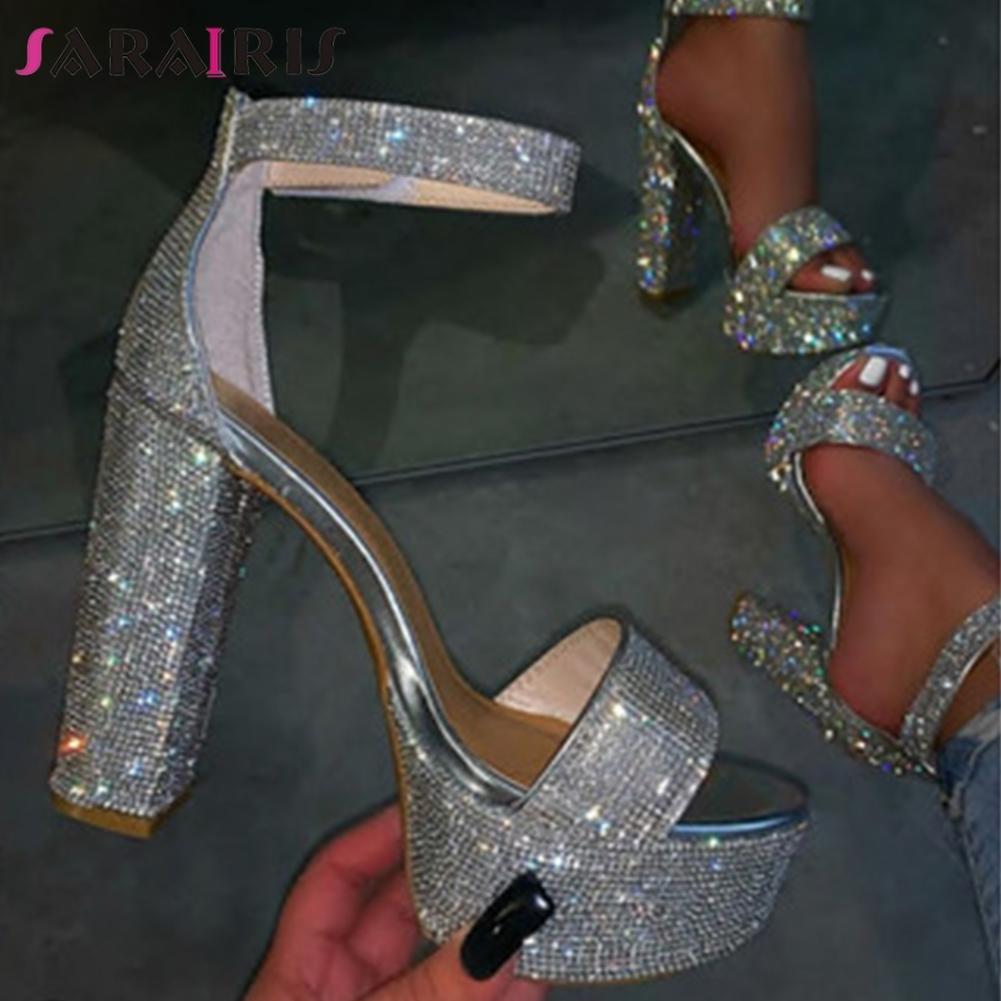 Crystal boda SARAIRIS Nueva INS señoras calientes de verano tacones altos sandalias del partido de tarde brillante mujeres de las sandalias de moda mujer de los zapatos CY200518