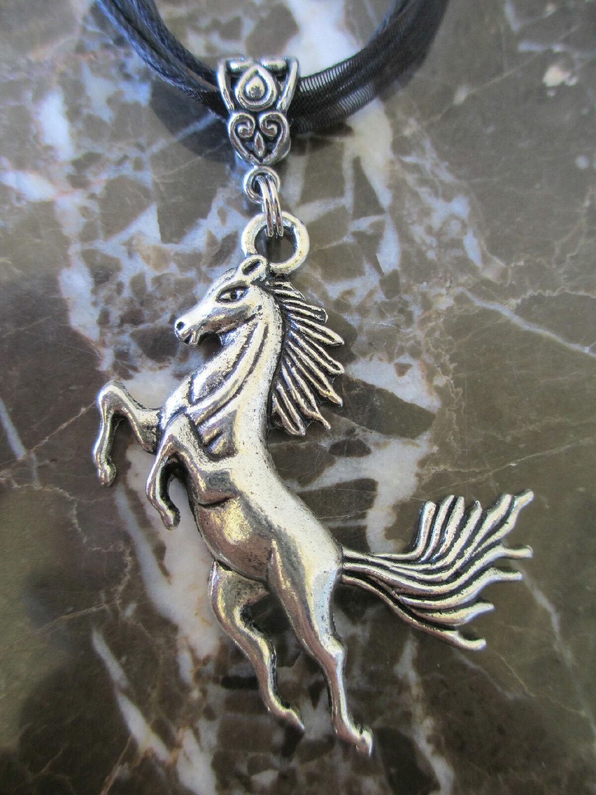 فاخر مصمم كبير بيان تربية موستانج المهر الحصان قلادة خمر قلادة فضية الأورجانزا الشريط قلادة المرأة مجوهرات بيجو