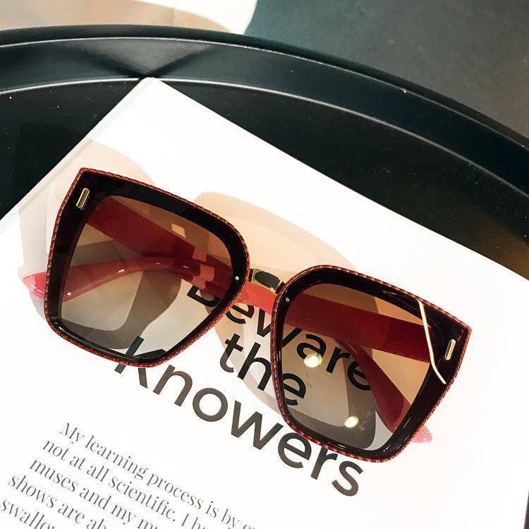INS pequeño libro rojo grande estupendo del marco de las gafas de sol gafas de sol del color del té 2020 de Corea Edición plano de polarización de la lente de mujeres que hacen punto ataban