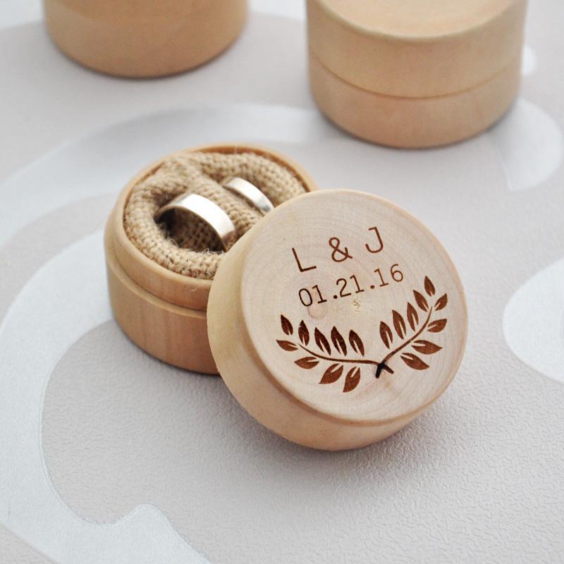 Caja de llamada personalizada boda personalizada Valentín Anillo de compromiso de madera portador de la caja, la caja de la boda de la boda del sostenedor rústico Faovr
