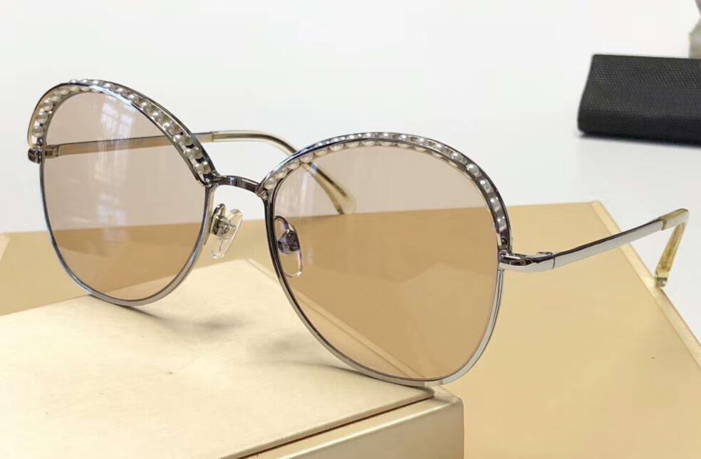 Gafas de sol de plata Perlas Beige 4246 Mujeres Sun de la manera Gafas de sol de las mujeres Gafas Sombras nuevo con la caja