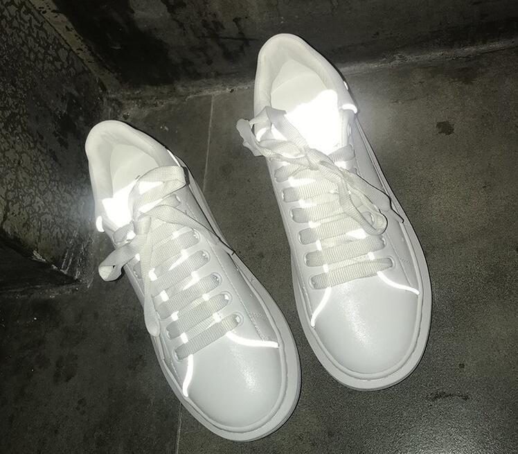 Couple de chaussures réfléchissantes en cuir 2019 nouvelles chaussures couple chaussures blanches, chaussures de danse fantôme, chaussures lumineuses a50