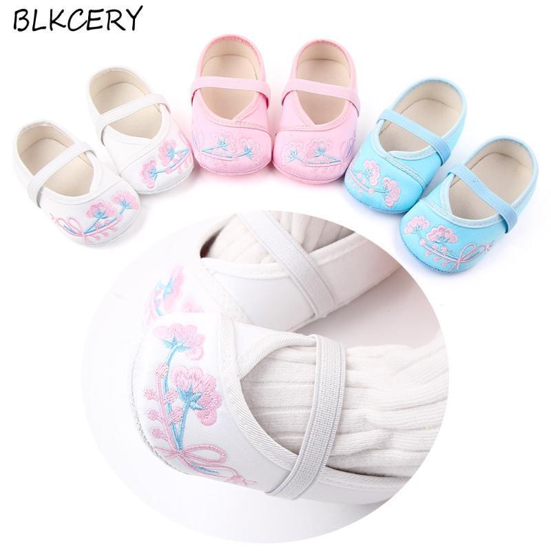 Chaussures bébé pour nouveau-né bébé Lit Chaussures Mode Embtoider Fleurs Princess Girl Chaussures enfant Chaussures bébé 1 an Vieux