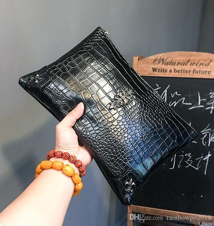 outlet brand men handbag new street trend metal decoration men wrist bag personality crocodile leather clutch bag large capacity leisure