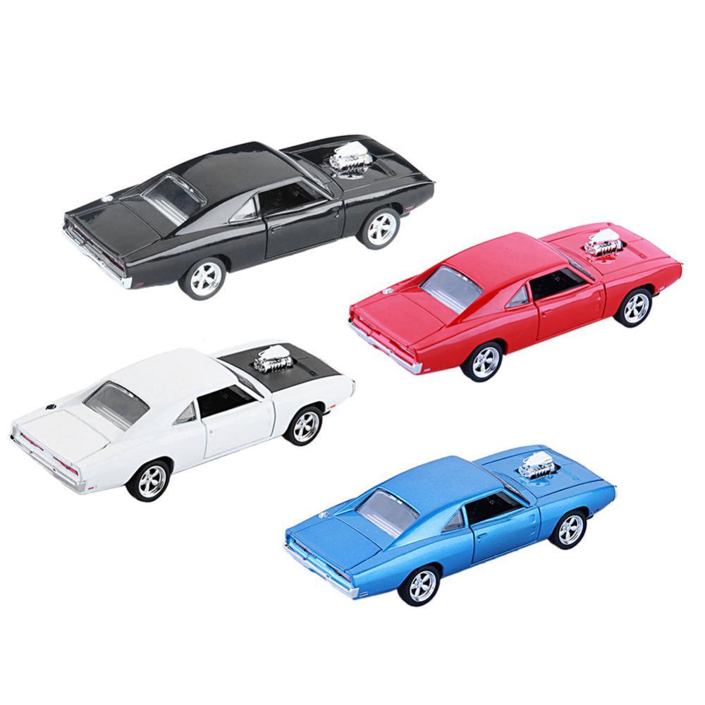 oğlan çocukları ve çocuklar hediye 4 renk için sıcak 01:32 Şarj Diecast Metal Model araba Ses Işık Çekip geri Araç Oyuncak Y200318