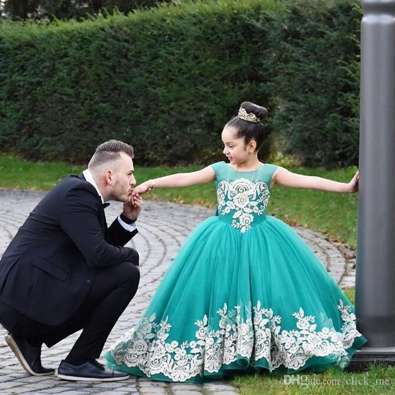 Ball Gown Flower Girls Dresses Jewel Neck Lace Appliques Tiered Tulle Skirt Toddler First Communion Dress Sheer Neck Kids Birthday Gowns
