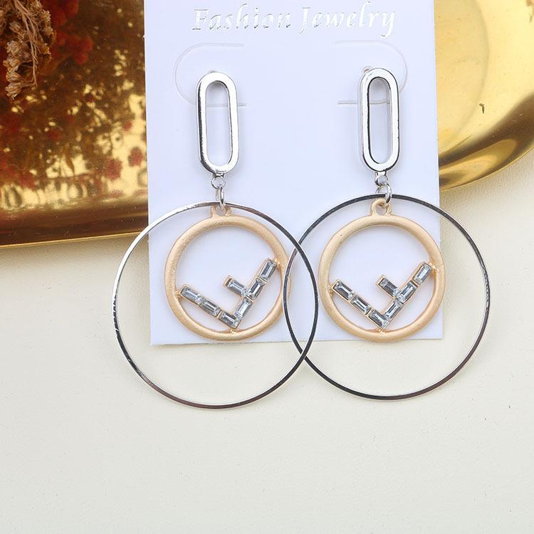 S925 pendientes de lujo de diseño temperamento personalidad Diseño letras del alfabeto círculo Tamaño de cristal pendientes para las niñas espumoso