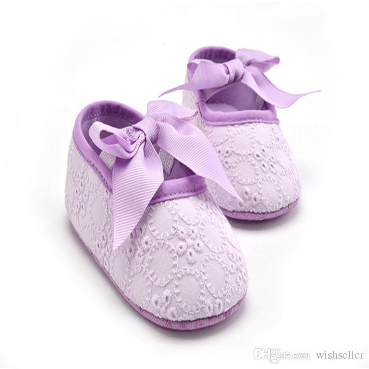 Oferta especial para bebés interior zapatos de algodón inferior suave arco de la flor del niño de los zapatos de los zapatos del color sólido de 9-12 meses niña