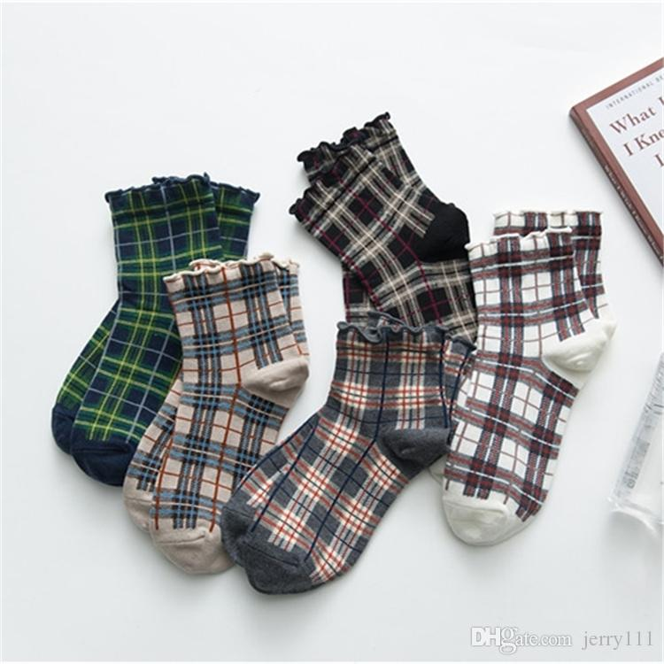 10 çiftleri / lot 5 renk bahar yeni bayan pamuklu çorap moda rahat Japon ekose trendi kısa çorap tasarımcının çorap Toptan JJ341