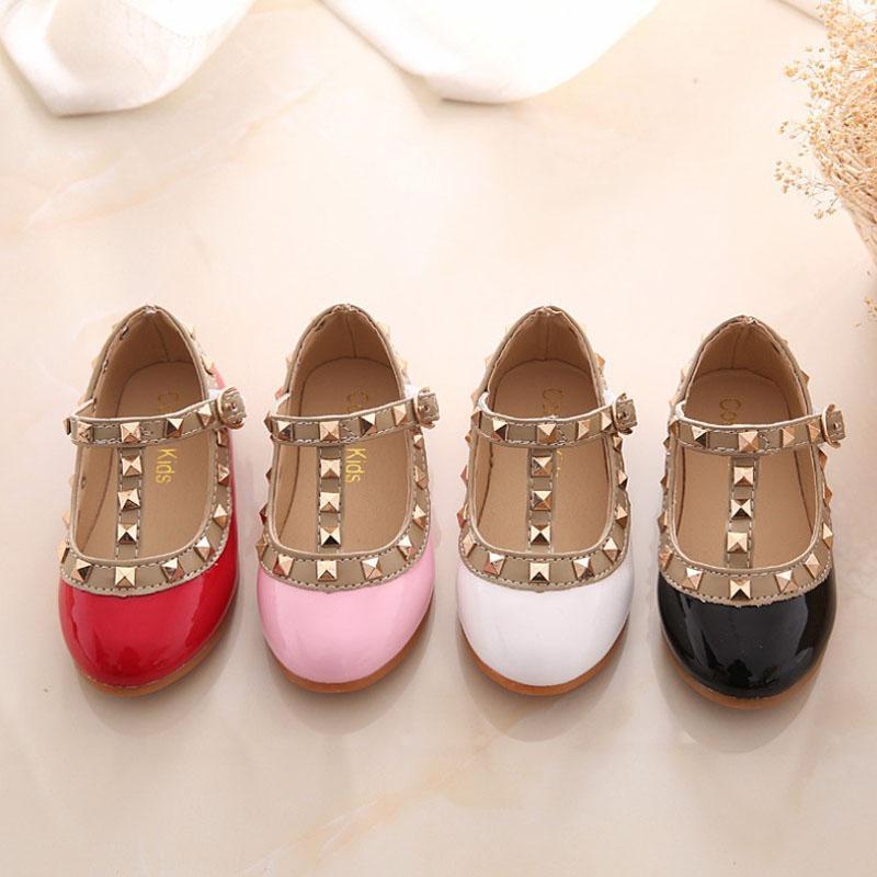 2019 manera de la venta caliente niñas sandalias zapatos de cuero para niños Niños Remaches niños ocio zapatillas de deporte de la princesa zapatos de baile