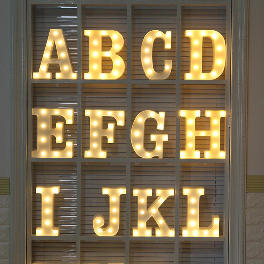 Alphabet A-Z luci Lettera LED Light Up di plastica bianchi lettere Standing Ornamento albero di Natale Decorazione di Natale regalo Hanging