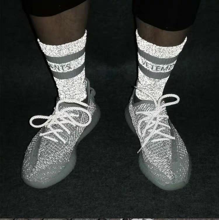 2020 Vetements reflectante calle calcetín deportes de moda hermosas cómodas Socking transpirable Medio Tubo otoño calcetines del invierno