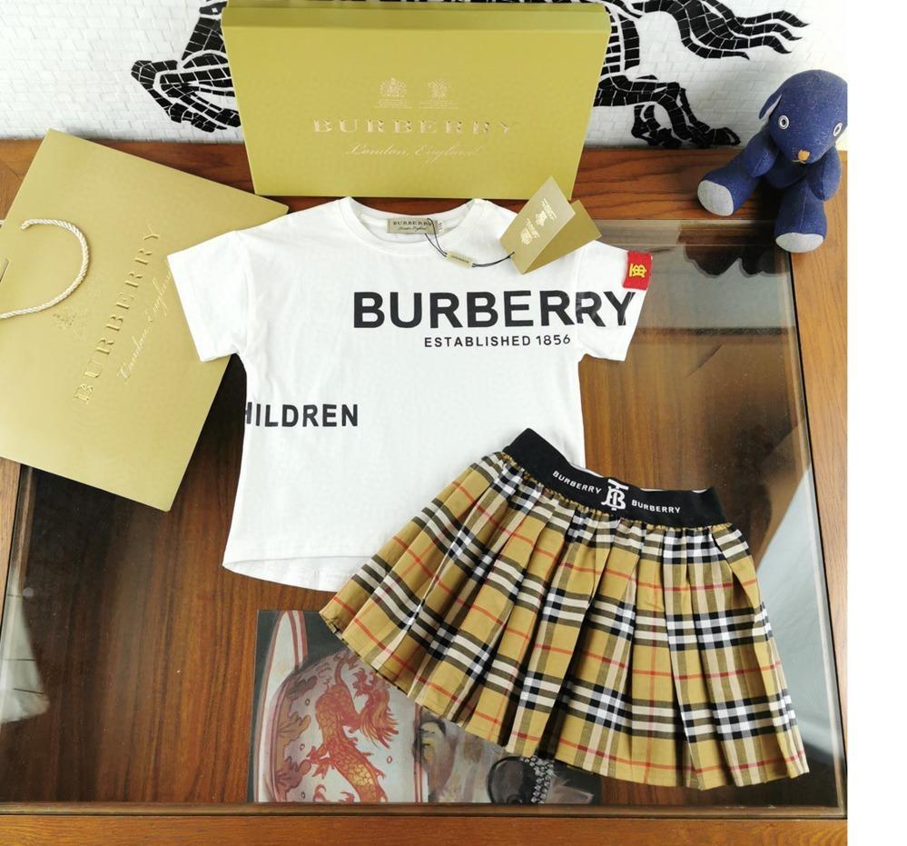 Moda de Nueva vestido de manga corta de las muchachas del verano ropa linda de dos piezas de la falda de plisado 031410