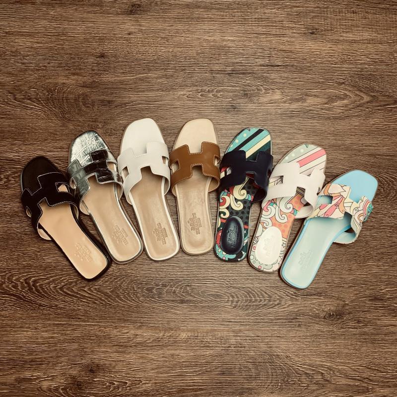 Hermes slippers 방진 가방, 높은 품질의 슬리퍼, 디자이너 로퍼, 패션 슬리퍼, 무료 배달의 2020 브랜드 명품 여성 샌들,