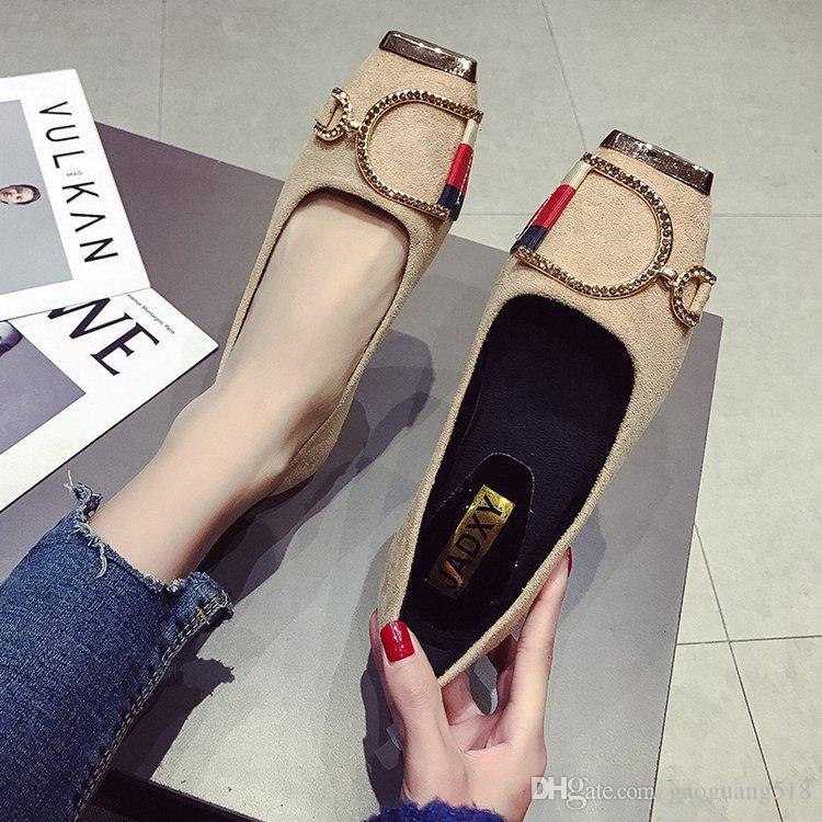 Одиночные ботинки 2019 весной новой корейской версии с плоской головкой с металлической пряжкой темперамент горох обувь